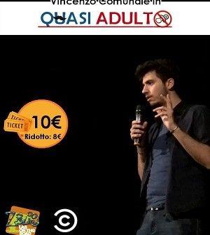 Vincenzo Comunale, giovane attore-cabarettista, già Premio Massimo Troisi 2013 e 2014 e inserito nei circuiti di Zelig Lab e Sky Comedy Central, sarà in scena al Teatro Madrearte. #teatro #Villaricca #Napoli