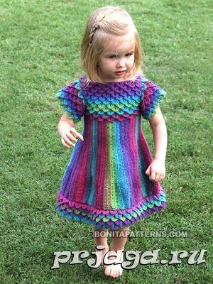 Вязаное платье с чешуйками