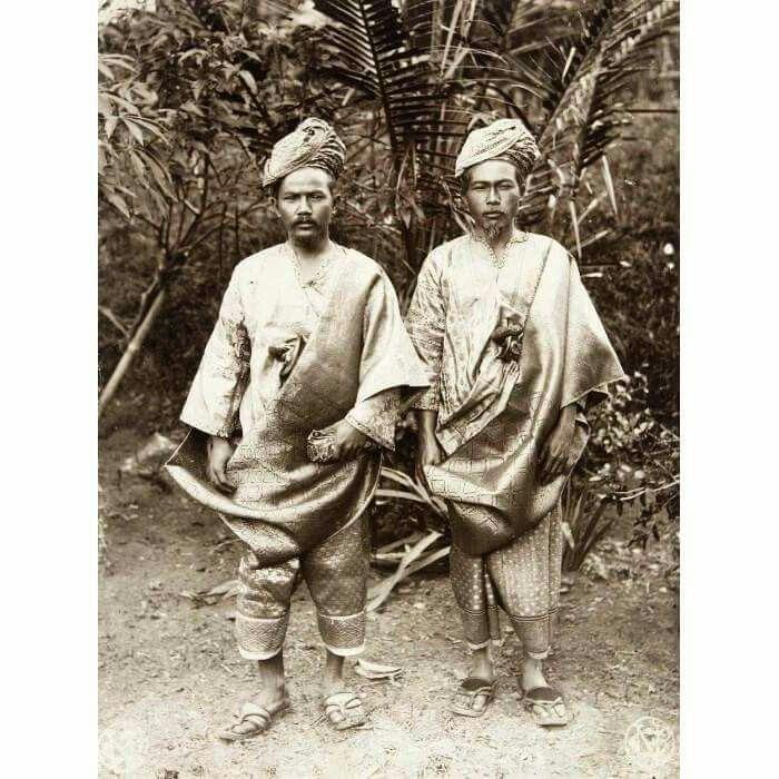 Minangkabau men from Kota Gedong 1892-1905