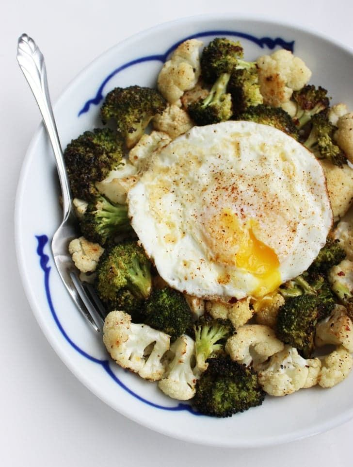 Pin for Later: 17 High-Protein, Low-Carb Breakfast Ideas For Weight Loss Roasted Veggies With Easy Fried Egg This roasted veggie and egg recipe is delicious any time of day and is a great way to make use of whatever's leftover in your crisper.