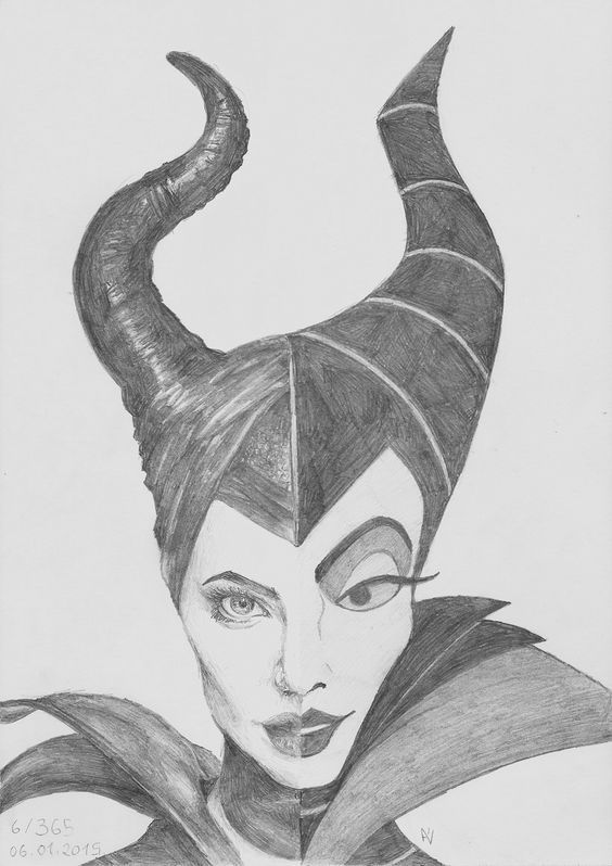 Super cool sketch comparing Angelina Jolie's Maleficent to the animated  version! #disney #disneyfanart