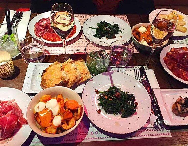 """Bar Cón (@barcon_helsinki): """"Ulkona tuulee ja on kylmä, mutta pöytä täynnä tapaksia ja lasi cavaa lämmittää mieltä ja sielua"""" Helsinki Kamppi yläkerta tapakset espanjalainen ravintola barcelona"""