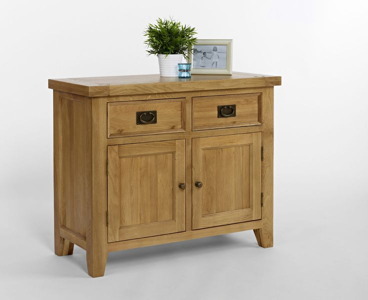 Chiltern Oak Small Sideboard Chiltern Oak Small Sideboard is crafted using North American Oak and has a light lacquer. Featuring two drawers and two cupboards this sideboard is compact in size and yet offers ample storage. Tradit http://www.MightGet.com/january-2017-13/chiltern-oak-small-sideboard.asp