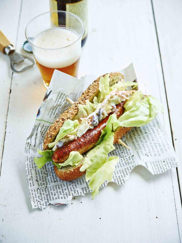 Hotdog met kippenworst en wittekoolsalade