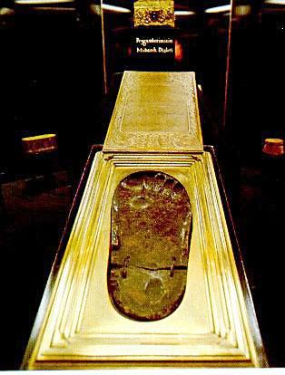 Footprint of the prophet Muhammad  http://www.naqshbandi.org/ottomans/relics/sac15.jpg
