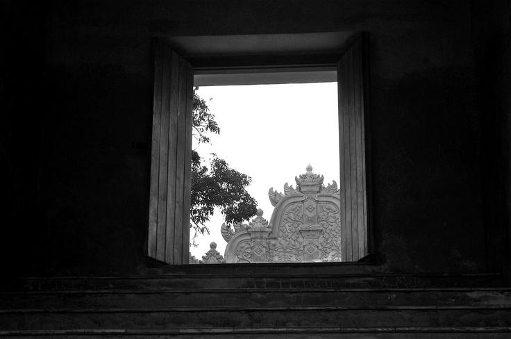 Yogyakarta | Taman Sari Water palace door detail.