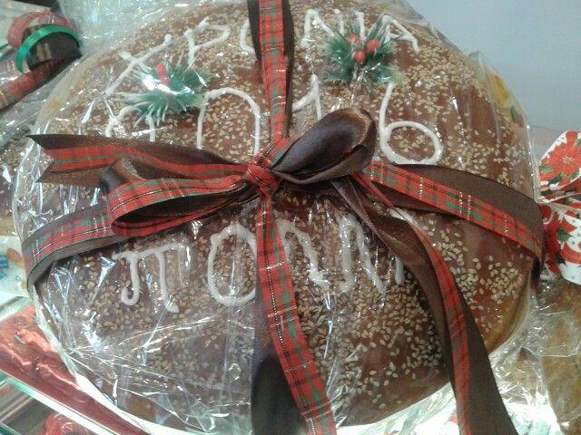 Καλή χρονιά με βασιλόπιτα-τσουρέκι.  Basil pie with a hidden coin for good luck, a hellenic tradition for the new year, at www.kallivroussis.gr