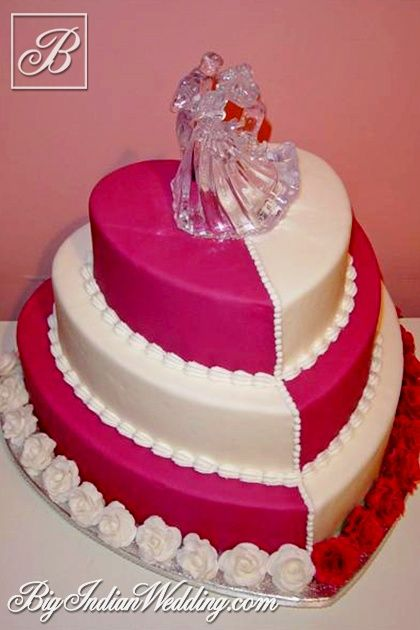 Cakes and Cupcakes heart-shaped #wedding cake