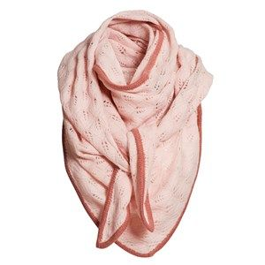 SUPERSOFT scarf, soft light pink. The season's softest scarf. Knitted with a beautiful leaf pattern and glitter hem, making it feminine and flattering. Shaped as a large triangle and made in sustainable wool from our Italian supplier.