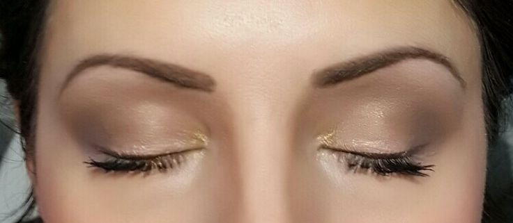 Blush and gold. Perfect for very natural bare minimum bridal look