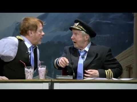 ▶ [Koomikot] Sami Hedberg Lentokapteeni Esitys - YouTube