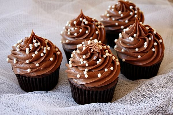 Μια συνταγή για υπέροχα κεκάκια 'cupcakes' με κρέμα σοκολάτας για τους λάτρεις της σοκολάτας !!!