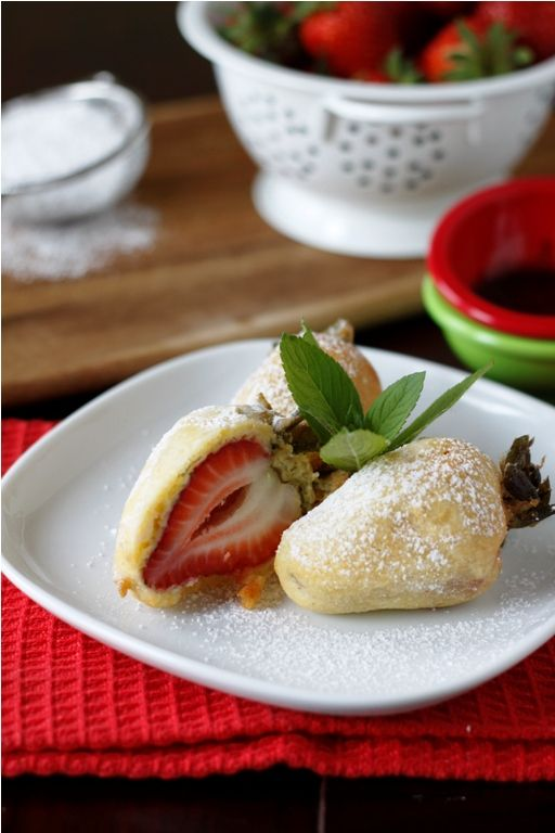 Deep Fried Strawberries.: Desserts, Fried Strawberries, Recipe, Deepfri, Food, Dips Sauces, Deep Fried, Dipping Sauces, Chocolates Dips