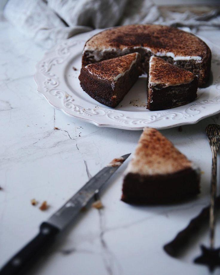 Morning  Возвращается чувственное.  Доброго четверга!  Шоколадно - сливовый пирог украсил наше утро by a_violet_dream