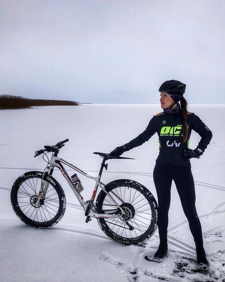 Bild könnte enthalten: 1 Person, Fahrrad und im Freien