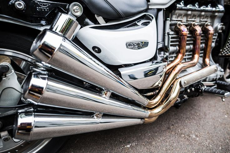 Custom Triumph Rocket III Exhaust | A true cruiser custom Triumph Rocket III by 2WheelsMiklos in the UK