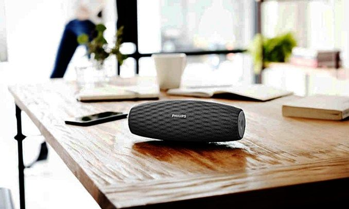 Philips BT7900B EverPlay hangsugárzó a Gibson Innovations friss modellje, amellyel azokat célozza meg, akik odafigyelnek a hangminőségre.A több, mint félkilós EverPlay hangsugárzó robusztus és tartós használatra alkalmas. Egyszerre por-, víz- és ütésálló. Borítása nem véletlenül kapta a DuraFit elnevezést. A csúszásmentes, karcálló és mosható anyag a tesztkisérletek során legalább 5 ...