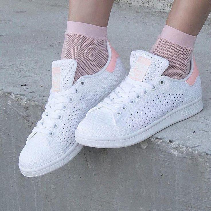 Sneakers women - Adidas Stan Smith (©solefiness)