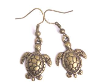 Aretes de tortuga. Pendientes de la playa. por RiversEdgeCreations
