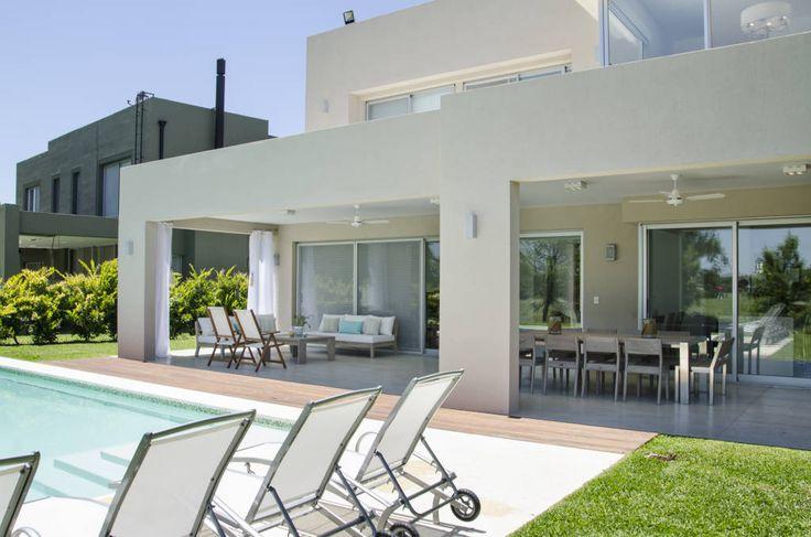 Mirá imágenes de diseños de Casas estilo Moderno}: CONEXIÓN EXTERIOR . Encontrá las mejores fotos para inspirarte y creá tu hogar perfecto.