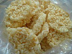 RENGGINANG merupakan krupuk cemilan yang terbuat dari beras ketan, dan memiliki citarasa yang gurih serta krupuk yang renyah.