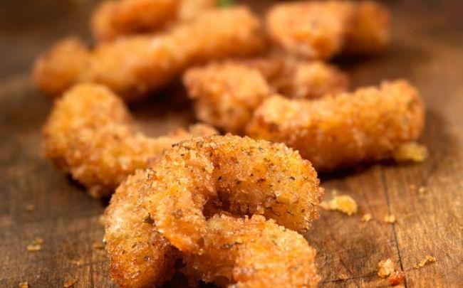 Camarones apanados con salsa de maracuyá