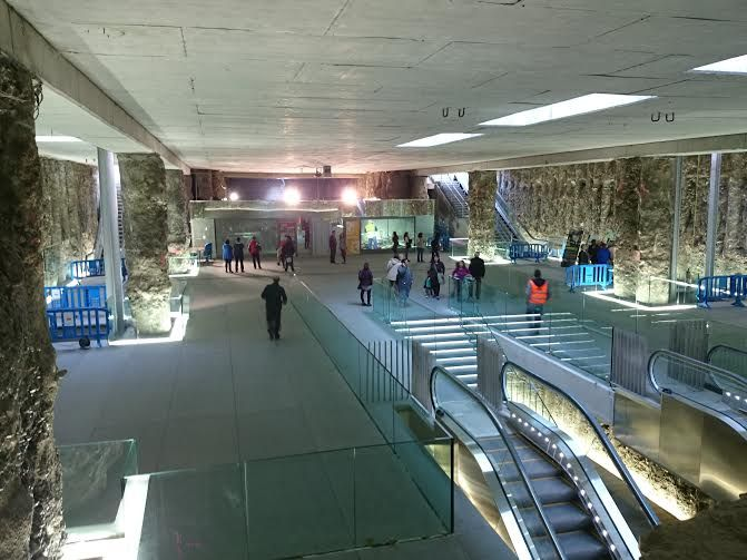 interior estación de metro alcázar del genil