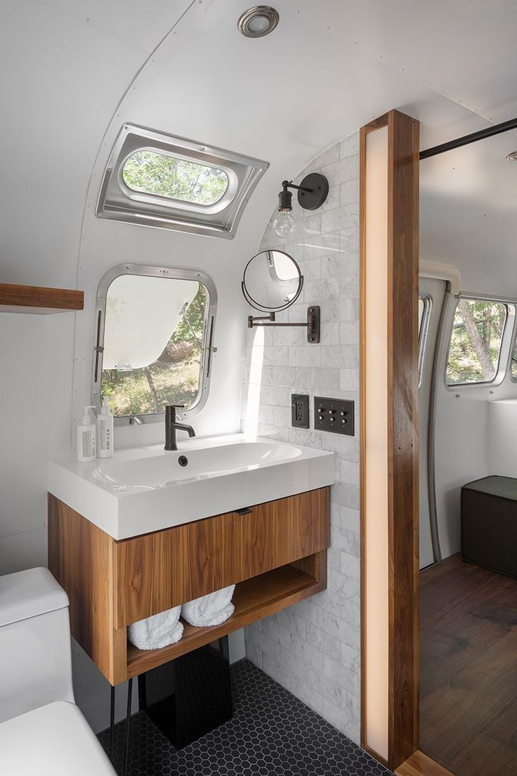 Yosemite Glamping In Airstreams And Canvas Tents Anne Sage Modern Airstream Bathroom Airstream Airstreams Anne Can Bathrooms Remodel Camper Bathroom