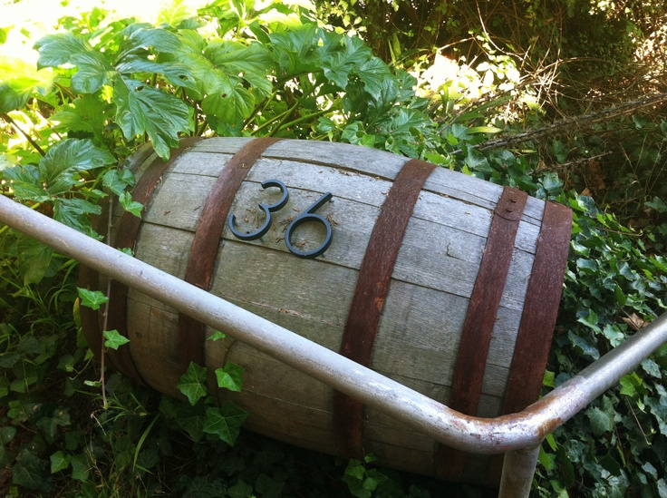 17 best images about wine barrels on pinterest wine for Barrel dog house designs