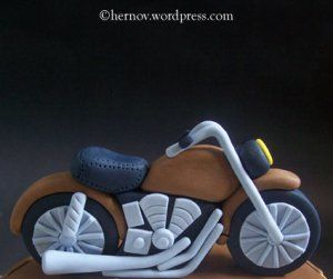 motorcycle themed cupcakes | Aldy's Motorcycle Birthday Cake
