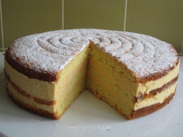 Das perfekte Khaki - Biskuit - Torte-Rezept mit Bild und einfacher Schritt-für-Schritt-Anleitung: die Zutaten sind für eine 26er Springform