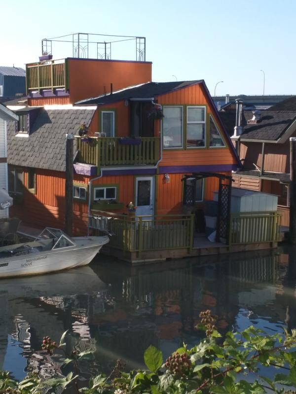 Floating home, close to everything you want to see in Vancouver
