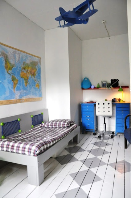 vintage boys room. MDA would like this room black & red #whereisyoungamerica  #bestboysroom