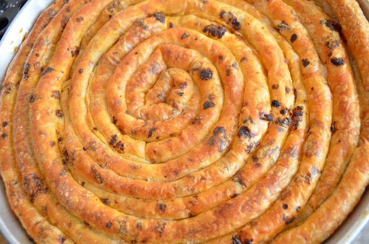 Kıymalı Çarşaf Böreği Tarifi :http://www.resimliyemektariflerin.com/kiymali-carsaf-boregi-tarifi.html