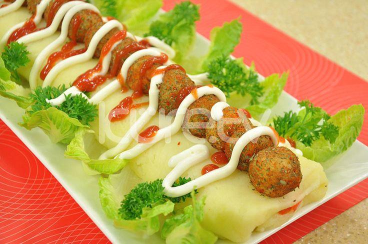 Kırmızı Biberli Rulo Patates Salatası #PatatesSalatası #RuloSalata #OktayUsta http://www.kure.tv/foto-galeri/kirmizi-biberli-rulo-patates-salatasi/1