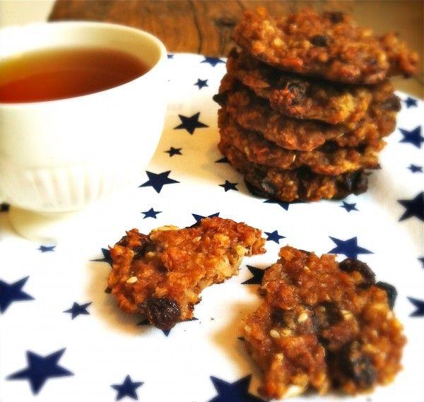 Deze ontbijtkoekjes zijn zachte koekjes gemaakt van het havermout ontbijt. Ze bevatten geen bloem, melk of ei. Het zijn de meest gezonde en makkelijk te maken