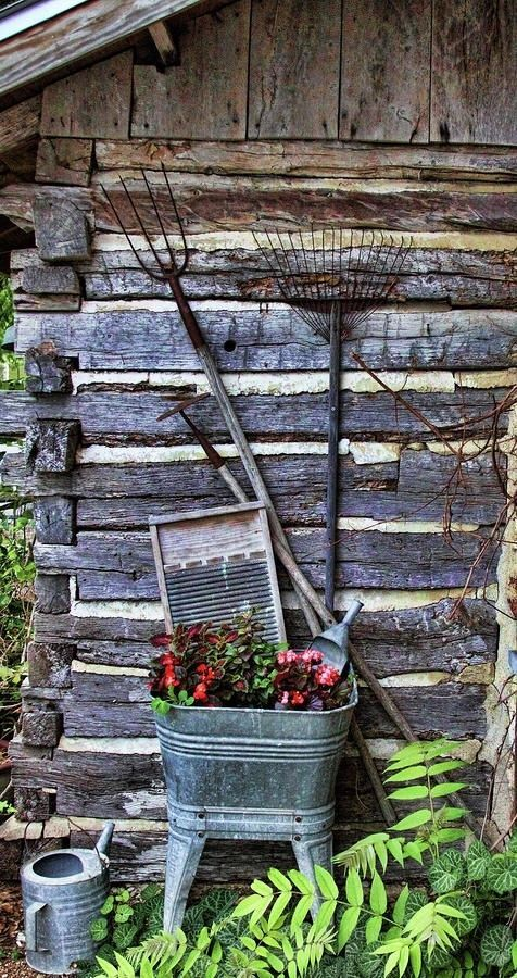 Love the look of galvanized in primitive decor for the cabin.