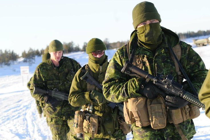Soldiers of the Royal Canadian Horse Artillery regiment practice battle procedure on an open field at Forward Operational Base (FOB) Wolf, in Yellowknife, NWT during EX ARCTIC RAM.  Photo Credit: Cpl Philippe Archambault , CFJIC  © 2012 DND-MDN Canada