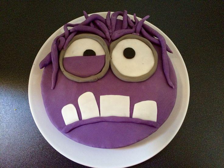 Minion cake, torta minion, cattivissimo me, minion viola, pasta di zucchero