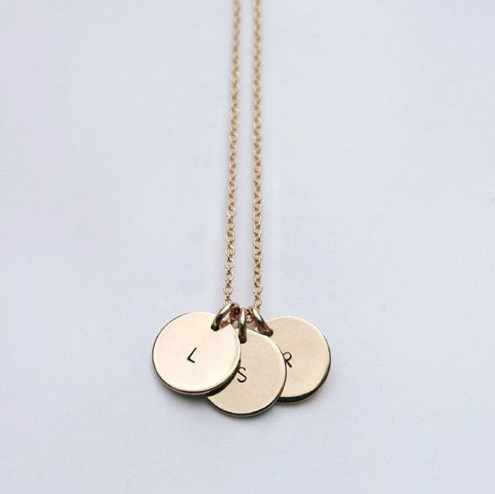Gold initial necklace / Disc necklace / Personalized mom necklace / Circle necklace / Bridesmaid gift / Mom necklace