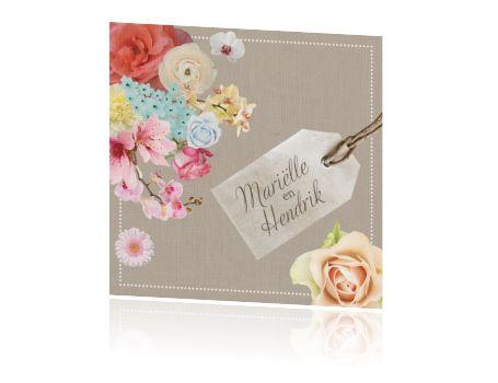 Vintage trouwkaart met bloemenen papieren label