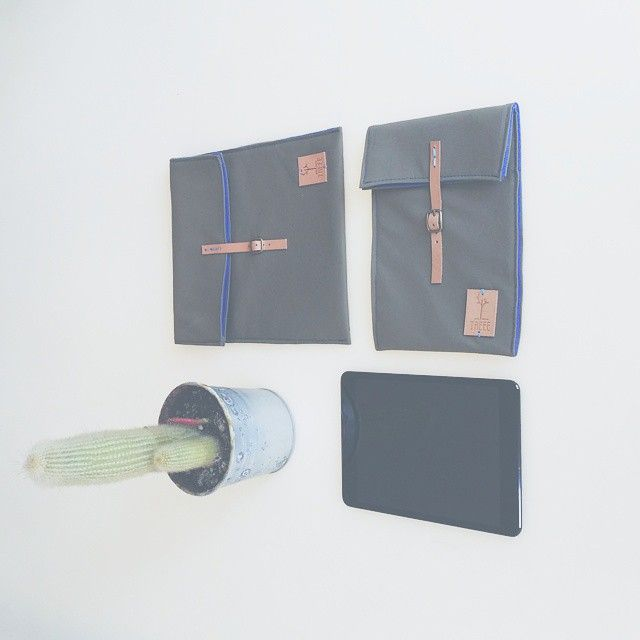 Ipad and tablet cotton and leather case. Lightweight and perfect for travellers.