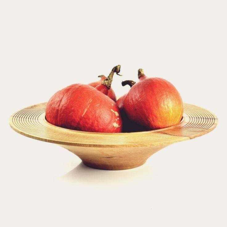 Miska jesionowa z dyniami / Ash bowl with pumpkins /  #toczenie #toczeniewdrewnie #woodworking #woodturning #wooddesign #drechseln #handcraft #woodenbowl #bowl #wood #woodshop #woodart #drewno #zdrewna #drewnianeprzedmioty #misy #miska #misyzdrewna #jesion #ash #recznierobione #rękodzieło #handmade #donitza #homedecor #interiordesign #dekoracja