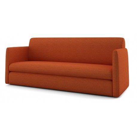 Tiss sofa przeznaczona do codziennego spania. To przede wszystkim mebel, który dzięki zbliżonym do klasycznych kształtom, swobodnie wkomponuję się nawet we wcześniej zaaranżowaną przestrzeń. Dzięki solidnemu stelażowi Sedaflex, wyposażonemu w 9 listew giętych, pasy polipropylenowe i gruby materac, użytkowanie sofy Tiss będzie prawdziwą przyjemnością.