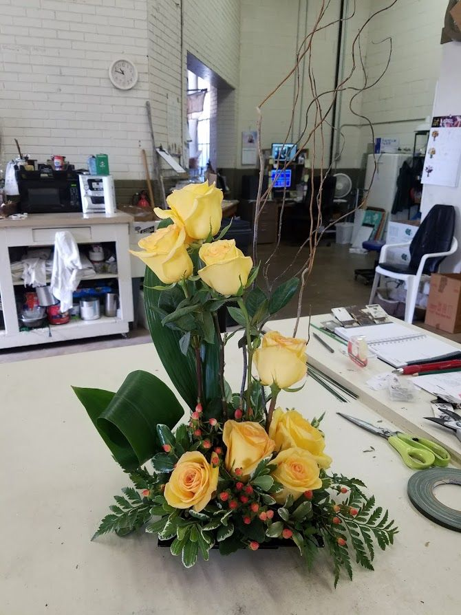 Yellow Roses Artistically Designed Yellow Roses Flower Delivery Local Florist