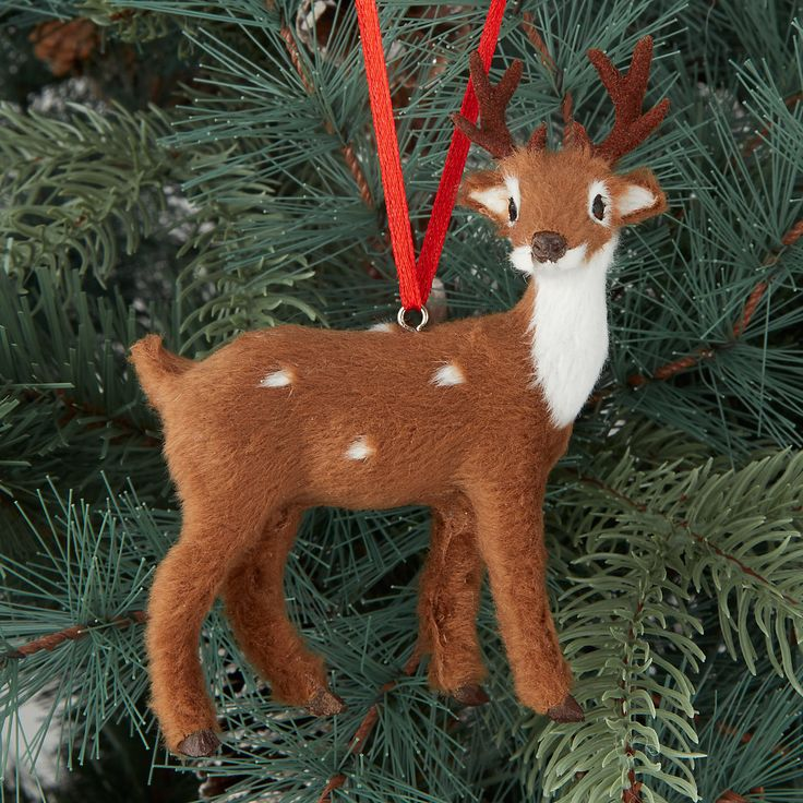 Animals are prominent in Highland Myths, drawing from the natural world of rural Scotland. Deers adorned with faux fur create a warm and inviting atmosphere which really captures the heart of the Highlands. These are ideal for hanging on your tree with their other wild friends.