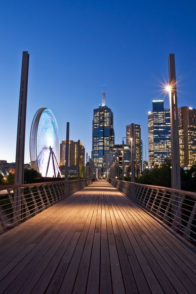 Melbourne at Night, Australia  Photographer: Jin Choi