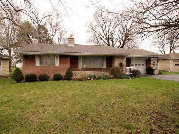 919 E Main, Gas City, IN 46933 Convenient location on Main Street! This 3 bedroom, 1 bath home is one you have to see. Newer roof, water heater and furnace all within the last 5 years. Enjoy your large backyard this summer having cookouts and entertaining. Stove, Refrigerator, Washer and Dryer Remain.