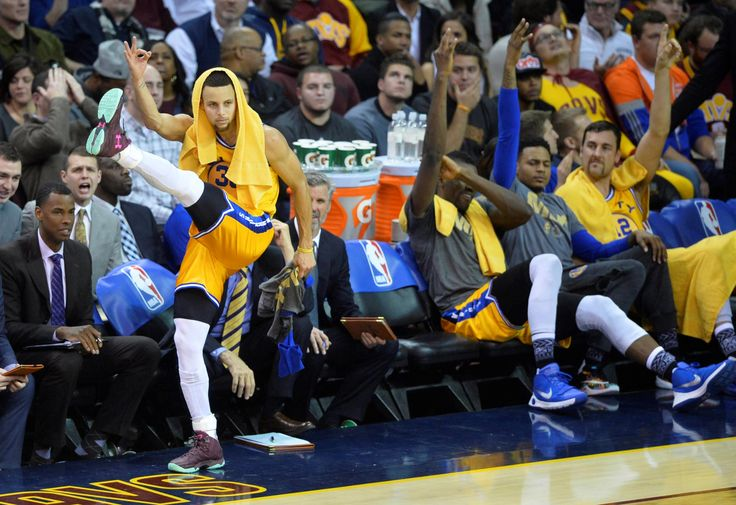 Stephen Curry scored 35 points in three quarters, Andre Iguodala added 20 and the Golden State Warriors returned to the floor where they won the NBA championship last season and embarrassed the Cleveland Cavaliers 132-98 on Monday night.