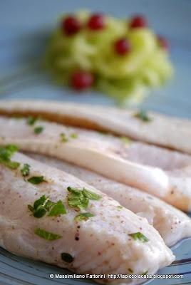 mele e sale alle alghe con julienne di cetriolo con melograno e salvia ananas  http://lapiccolacasa.blogspot.it    /2013/02/un-ottimo-crudo-di-pesce-filetti-di.html